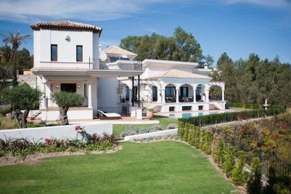Sold: 8 Bedroom, 8 Bathroom Villa in El Herrojo, La Quinta, Nueva Andalucia