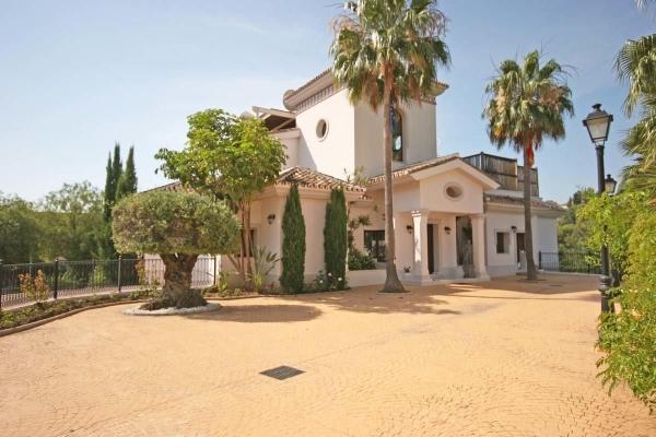 Sold: 6 Bedroom, 5 Bathroom Villa in La Reserva de la Quinta, Nueva Andalucia