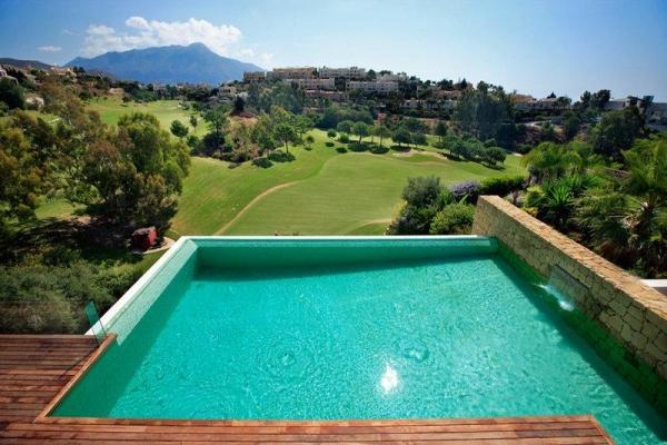 Sold: 7 Bedroom, 7 Bathroom Villa in El Herrojo, La Quinta, Nueva Andalucia