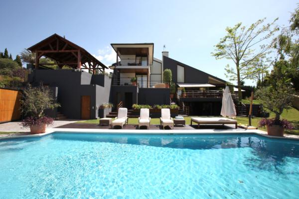 6 Bedroom, 5 Bathroom Villa For Sale in Parque el Colorado, Marbella
