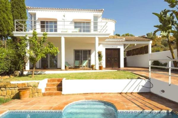 3 Bedroom, 3 Bathroom Villa For Sale in La Quinta, Benahavis