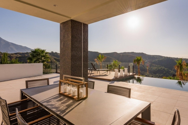 Sold: 6 Bedroom, 6 Bathroom Villa in La Quinta, Benahavis
