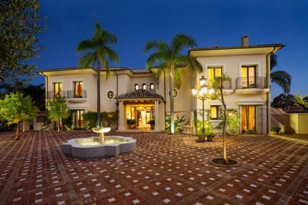 11 Bedroom, 11 Bathroom Villa For Sale in La Quinta Golf, Benahavis