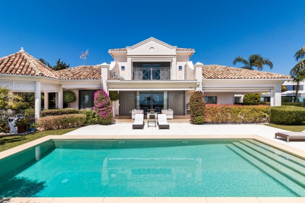6 Bedroom6, Bathroom Villa For Sale in La Quinta, Benahavis