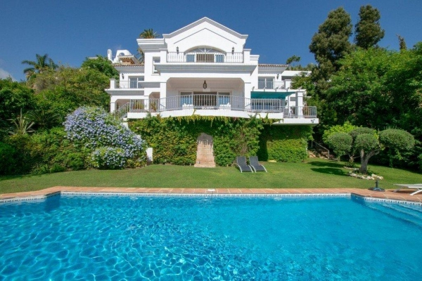 Sold: 4 Bedroom, 4 Bathroom Villa in El Herrojo Alto, La Quinta, Benahavis