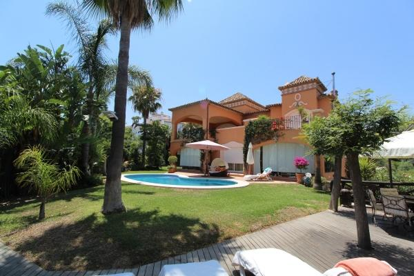 4 Bedroom5, Bathroom Villa For Sale in La Quinta, Benahavis