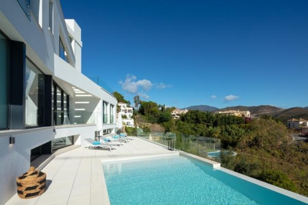 5 Bedroom6, Bathroom Villa For Sale in La Quinta, Benahavis
