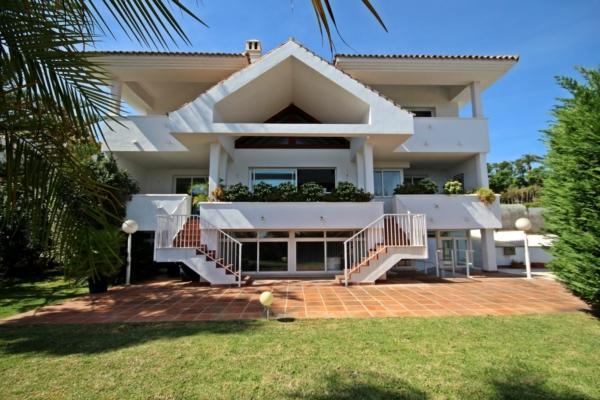 4 Bedroom3, Bathroom Villa For Sale in La Quinta