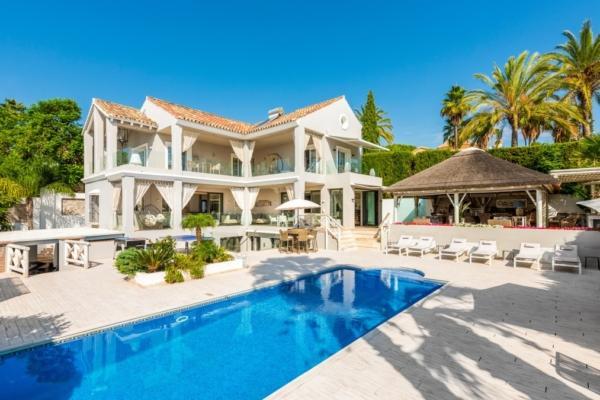 5 Bedroom4, Bathroom Villa For Sale in La Quinta