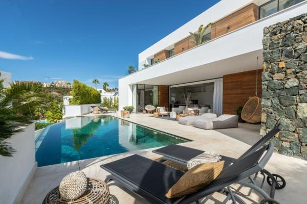 5 Bedroom5, Bathroom Villa For Sale in La Quinta, Benahavis