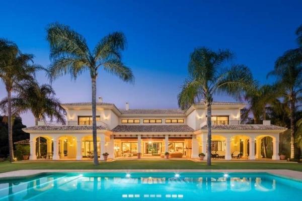 11 Bedroom11, Bathroom Villa For Sale in La Quinta, Benahavis