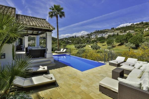 5 Bedroom, 5 Bathroom Villa For Sale in La Quinta, Benahavis