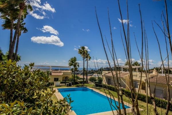 2 Bedroom, 2.5 Bathroom Townhouse For Sale in La Quinta, Benahavis