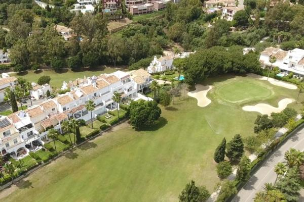 5 Bedroom, 4 Bathroom Villa For Sale in La Quinta, Benahavis