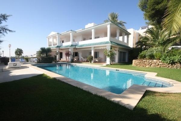 2 Bedroom, 2.5 Bathroom Villa For Sale in La Quinta, Nueva Andalucia